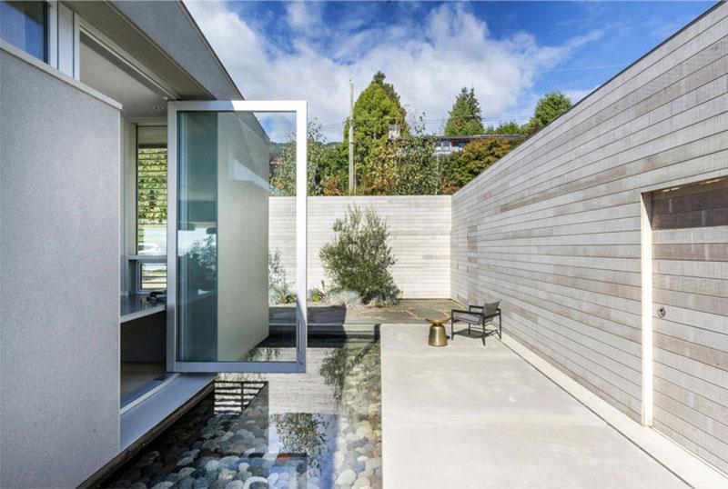 Дом с подвесным камином