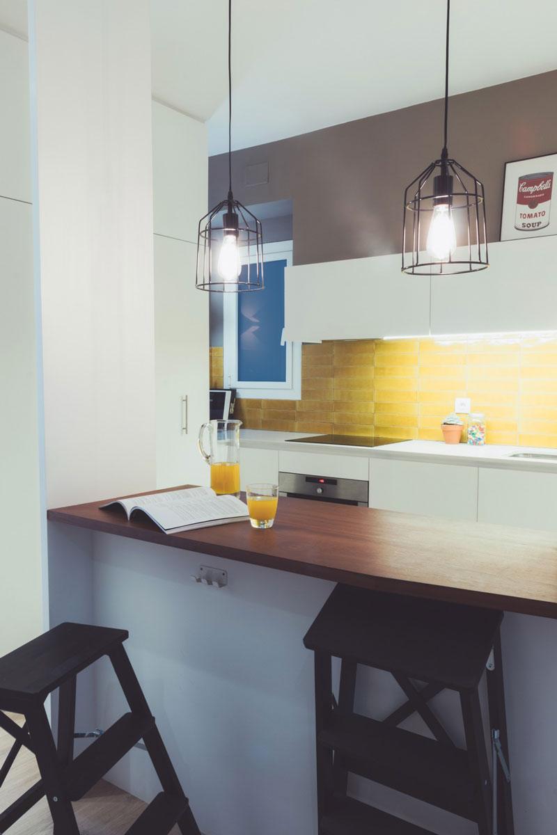 Белая кухня с островом